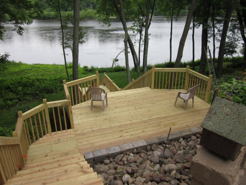 landscaping-services-deck